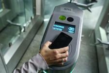Оплата проезда в метро с помощью смартфона с функцией NFC